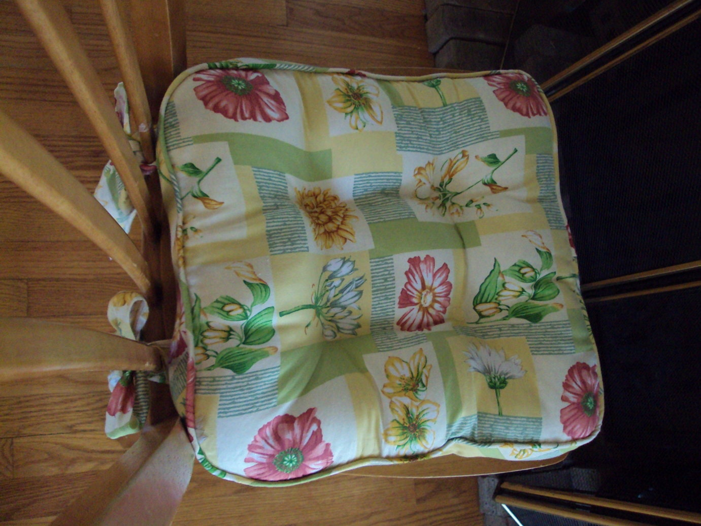 waverly tufted kitchen chair pad seat cushion by 2creativeladys. Black Bedroom Furniture Sets. Home Design Ideas