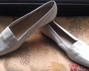 "Clearance! Enzo Aglioni Creamy White Square Toe Flats, ""Liberty"" Size 8.5N"
