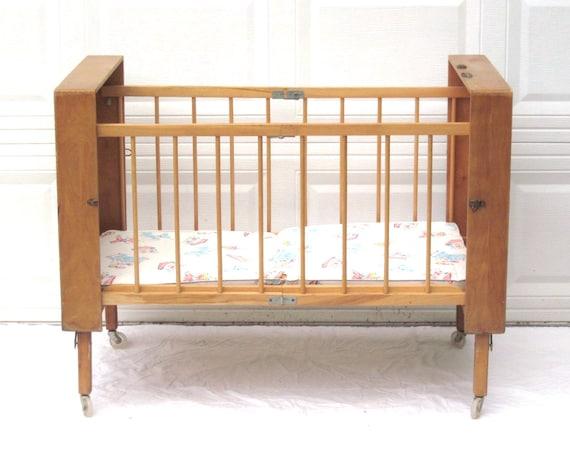 portable baby crib vintage bed folding collapsible wood case. Black Bedroom Furniture Sets. Home Design Ideas