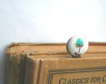 Silver bookmark with vintage embroidery / gift for book lovers / white and turquoise bookmark / library accessory