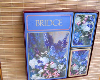 "Vintage 70""s  ""CASPARI BOXED BRIDGE""  Ensemble Double Deck of Cards and Score Card Mint Condition"