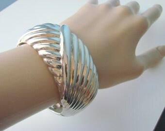 Chunky Bangle Bracelet / 80s Vintage / Textured Silver Tone / Wide / Jewelry / Jewellery