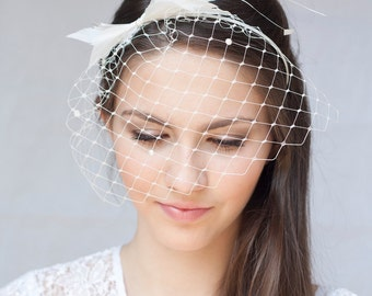 Bridal feather headband with pearl veil, bridal feather hairpiece