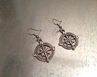 Compass Earrings, Silver Compass Earrings, Gift for Her, Gift Under 20, Gift for Mother, Girlfriend Gift, Sister Gift, Aunt Gift