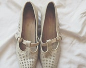 Vintage 50s Hush Puppies // off white Mary Janes