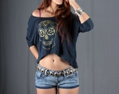 Women Tshirt blouse top blue screen printed skull floral in gold size M medium