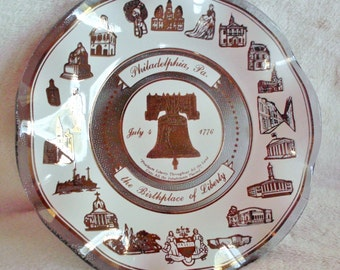 Bicentennial 1976 glass dish celebrating the first Independence Day in Philadelphia