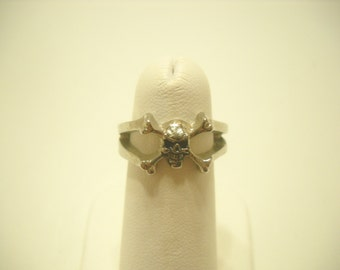 Skull and Crossbone Ring (2261) Size 5, D.S.