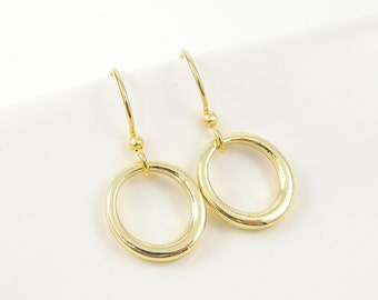 Tiny Gold Hoop Earring, Dainty Delicate Gold Circle Earrings, Simple Modern Everyday Jewelry |EB1-33