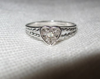 Dainty Feminine Silver Tone Heart with Citrine Rhinestone Center Ring Size 6