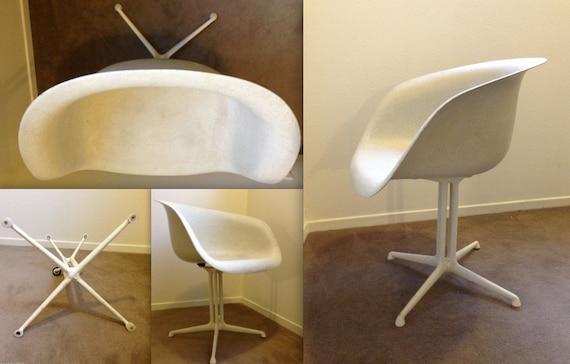 Eames la fonda del sol alexander girard bras chaise parchemin - Chaise eames fibre de verre ...
