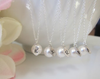 Bridesmaid Gift Set of 4 5 6, Pearl intial necklace, Wedding party Gift, Initial Necklace, Mother Gift, Sister Gift,simple pearl necklace