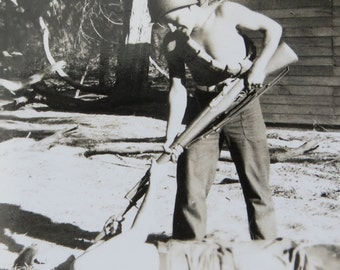 America's Finest - 1940's US Army Soldier Shows His Fighting Skill Snapshot Photo - Free Shipping
