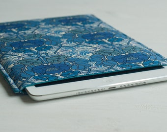 iPad Mini / Kindle Touch / Kindle 6/ Kindle Paperwhite Padded Sleeve (cover case) in blue floral pattern