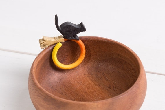 Midnight Spell gradient 3D printed broomstick cat ring (flexible, fits US size 6 - 10)