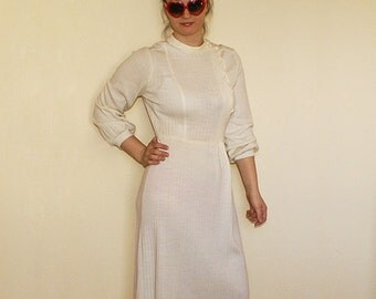 Vintage White Pleated Dress with Long Sleeves