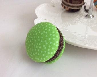 Macaroon keychain / Macaron keychain/ Macaron coin purse / Macaroon coin purse (green with white polka dots)