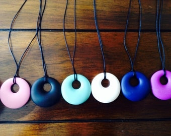 Silicone Pendant Teething Necklace for Mommy!