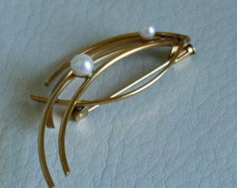 Brooch / pin, gold color  with two pearls. Vintage 80s