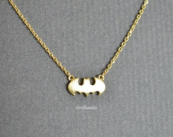 Batman necklace in gold, Everyday necklace