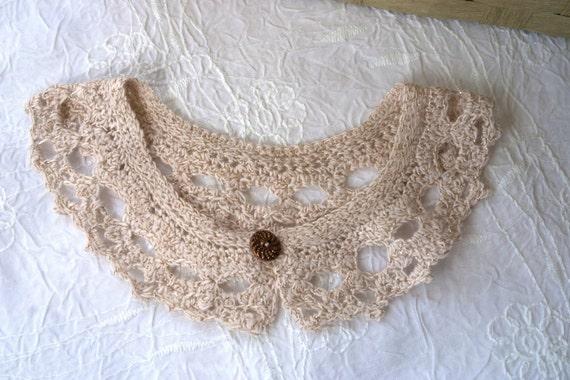 Col claudine romantique, fait main crochet 2.5, dentelle fil de coton crème & lurex, fermeture bouton fleur laiton, modèle exclusif