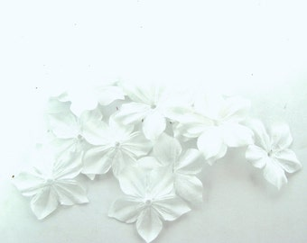 Shaped white flowers of silk ponge 10 size 35 mm