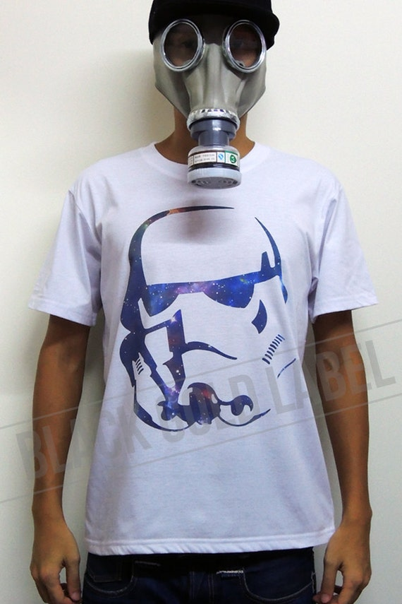 Articles similaires star wars stormtrooper casque pochoir fond galaxie indie culte - Pochoir star wars ...