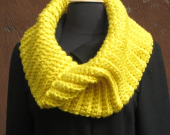 PDF CROCHET PATTERN, Womens Chunky Cowl, Ladies Infinity Scarf, Bulky Round Scarf, Circle Scarf, Winter Accessories, Instant Download