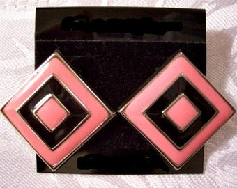 Pink Black Diamond Discs Pierced Post Stud Earrings Silver Tone Vintage Wide Band Enamel Raised Ribbed Stripes