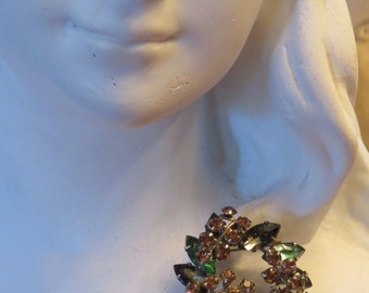 Vintage Juliana Green Amber and Topaz colored Rhinestones Gold Tone Wreath brooch