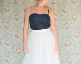 White tulle skirt  / wedding tutu / tea length tulle skirt / wedding skirt / reception skirt / bridal tutu /bridal tulle skirt