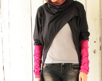 Black and pink cowl neck sweatshirt (B032N1)