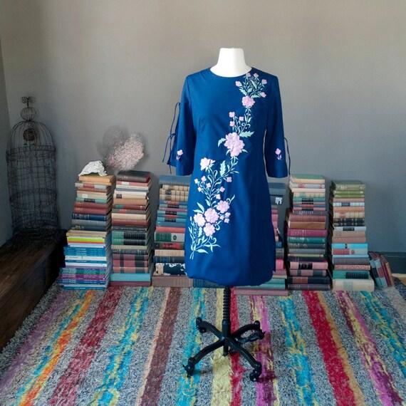 Vintage stunning FLORAL EMBROIDERY mini caftan kimono sleeve SHIFT dress / Mexican beach vacation resort dress