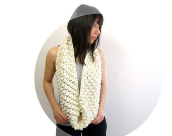 ON SALE Infinity Scarf / Loop Scarf / Circle Scarf. Merino Blend. Cream / Ivory White. Hand Knit. Spring / Fall / Winter