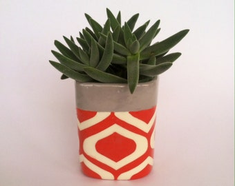 Cube Planter Tomato red  and grey geometric pattern