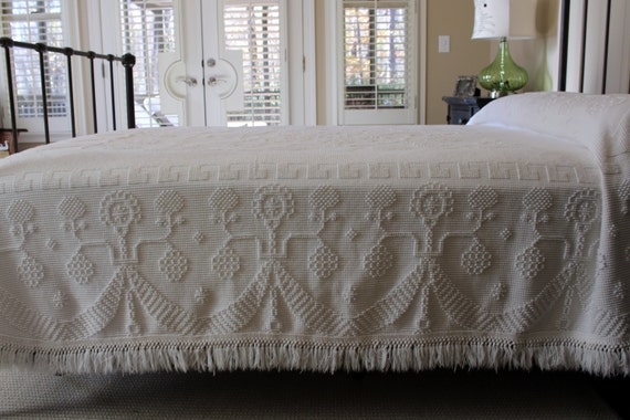 Vintage Chenille Bedspread - Bates - George Washington's Choice - Hobnail Chenille- White - Full Queen King