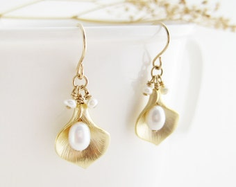 Calla Lilly Earrings - bridal white pearl, bridesmaid, June birhtstone ivory, gold lily flower, nickel free, bridal jewelry