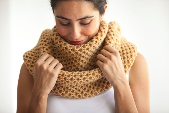 For a worsted weight infinity to go around your neck twice you need at least 50 r0nd.tk at the honey cowl or the Gap cowl on ravelry to get an idea about various yarn weight lengths to accomplish what you want.I often make infinity cowls anywhere from 50