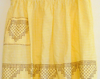 Vintage Yellow Gingham Apron with Embroidery - sweet