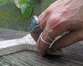 Ecco Bella meandering ring in fine silver