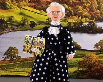 Grandma Moses Doll Miniature Artist Miniature Women Folk Art Painter