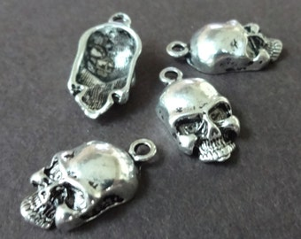 10 Skull Charms 19x10x5mm ITEM:AI1