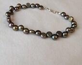 SALE ITEM!!! Dancing Button Pearl Bracelet