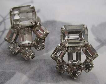 vintage prong set rhinestone earrings - j5314