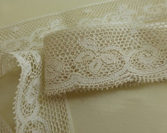 Antique Natural Color Lace with Scroll Pattern 61 Inches  L345