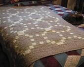 LAP quilt, main matelassé patchwork chaîne irlandaise en verts et Floral