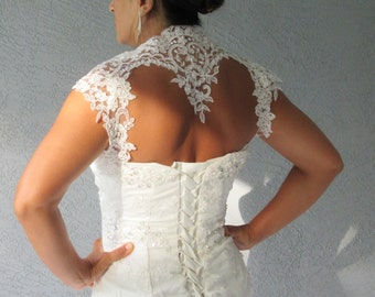 Wedding Bridal Ivory Beaded Lace Keyhole Heart Back Bolero Shrug Jacket. Size Small
