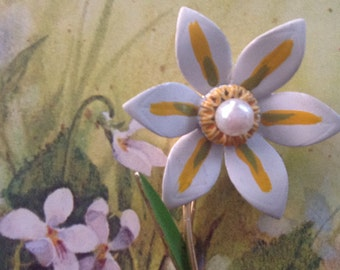 Cream Yellow and Green Retro Enamel Flower Brooch
