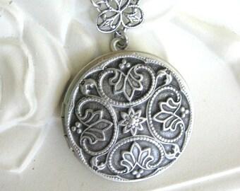 SALE Gifts for Her, Fleur de Lis Locket, Silver Locket Necklace, Antique Locket, Victorian, Fleur de Lys, Mother of the Bride