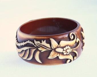 Brown Cream Bangle Bracelet Vintage Molded Lucite Raised Leaf  Design Wide Bangle Bracelet